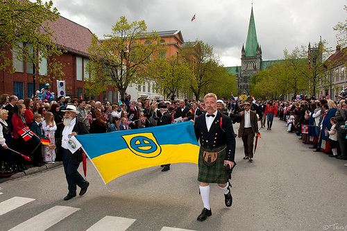 The contestants take place in the Norwegian National Day parade through Trondheim
