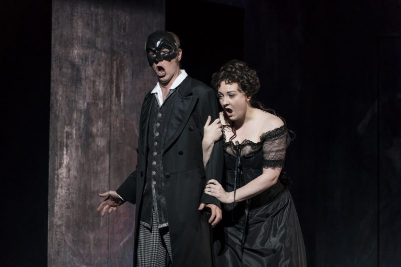 William Dazeley as Don Giovanni and Jennifer Davis as Donna Anna (Photo credit: Bill Cooper)