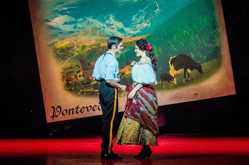 Quirijn de Lang as Danilo and Máire Flavin as Hanna Glawari in Opera North's The Merry Widow [Photo credit: Robert Workman]